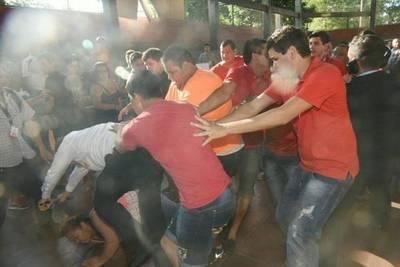 Turba que protegió a González Daher agrede a periodistas en Luque