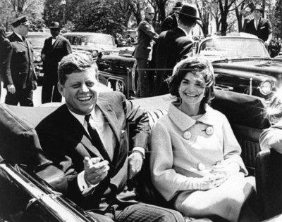 Trump censura miles de páginas sobre asesinato Kennedy