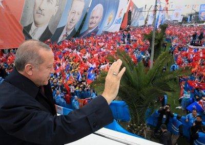 Erdogan presenta programa electoral y promete democracia y prosperidad