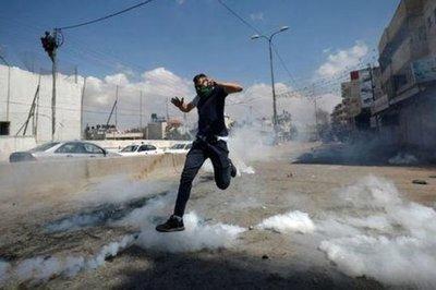 Matan a 41 palestinos en protestas en Gaza