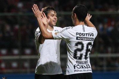 Corinthians y Mineiro esperan tropiezo del líder