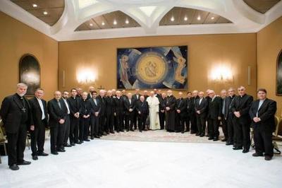 Obispos chilenos presentan su renuncia al papa