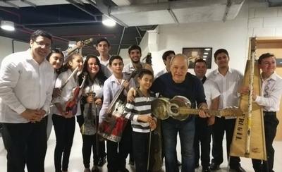 HOY / La Orquesta de Reciclados de Cateura compartió escenario con Toquinho