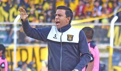 Acusan a César Farías de lesionar a portero rival en una gresca
