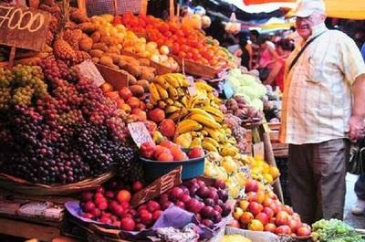 Aumentan costos de frutas y verduras