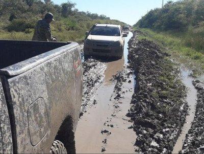 Pobladores sufren precariedad de caminos