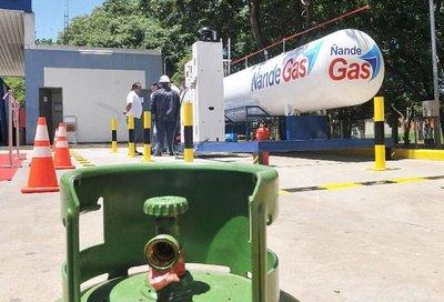 Alza del dólar y gas obliga a revisar precio al consumidor