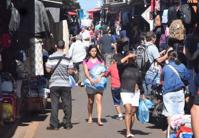Venta de abrigos por ingreso del frío da oxígeno a pequeños comerciantes