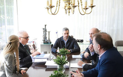 Misión económica se reunión con Abdo Benítez