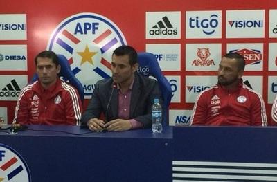 Con lágrimas en los ojos, Villar anunció su retiro de la Albirroja