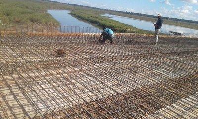 Avanza construcción del puente que une San Cosme y Coronel Bogado