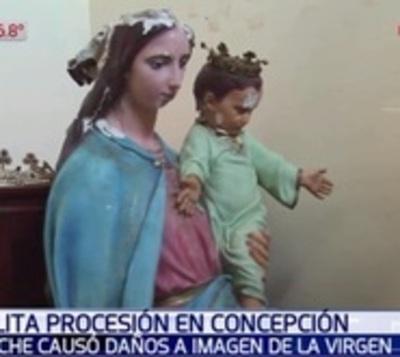 Interrumpieron procesión por virgen que cayó tras pisar bache