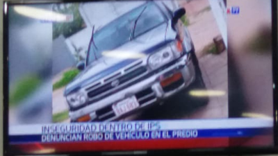 Le robaron su camioneta del estacionamiento del IPS