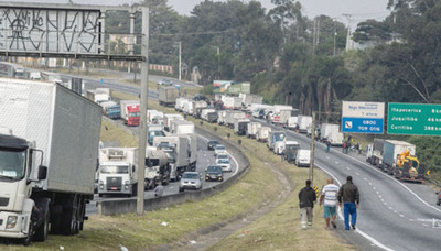 Paro de transportistas continúa en Brasil