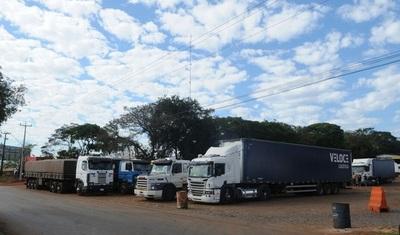 Sigue paro de camioneros en Foz de Yguazú