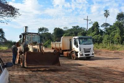Reparan caminos rurales en distrito de Yguazú