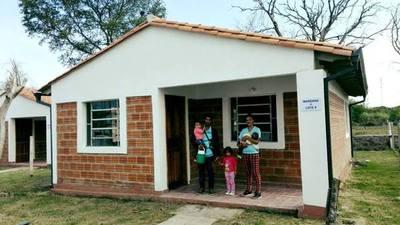 Unas 30 familias de Villa Oliva acceden a una vivienda digna