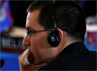 Canciller de Venezuela busca diálogo con EEUU