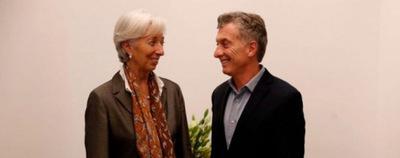 """Macri deberá recortar gastos públicos y subir impuestos con el """"salvataje"""" del FMI"""