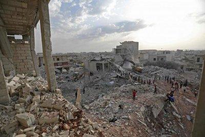 Bombardeos del régimen sirio dejan 15 muertos tras ataque yihadista