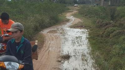 Por desidia de autoridades, se funde camino vecinal y se aíslan comunidades