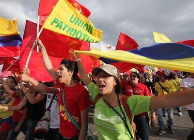 Los crecientes riesgos políticos debilitan la actividad económica en América Latina