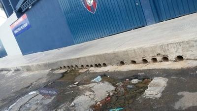 HOY / Desagüe pluvial de la Nueva Olla destruye asfalto de la avenida 9na.