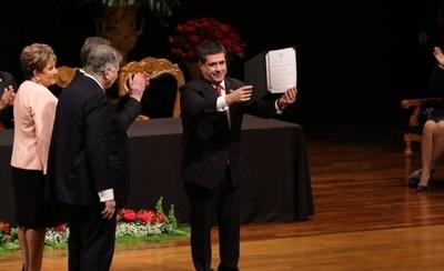 HOY / Lugo convoca a senadores proclamados (entre ellos Cartes) para el juramento