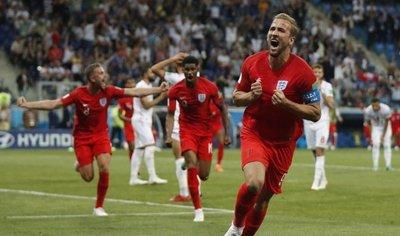 Inglaterra se estrena con un agónico triunfo