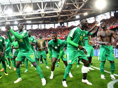 Senegal danza en su debut