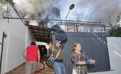 HOY / Depósito incendiado estaba registrado como una vivienda