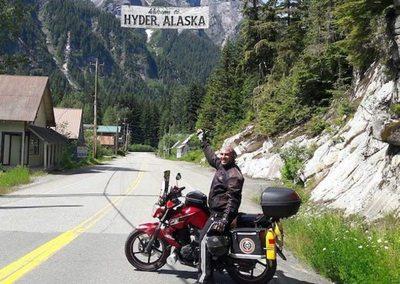 Hizo más de 31 mil km: Paraguayo viajó hasta Alaska ¡en motocicleta!