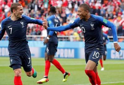 Francia gana a Perú y se mete en octavos
