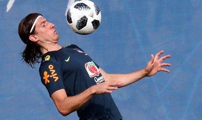 Tite confirma que jugará Filipe Luis