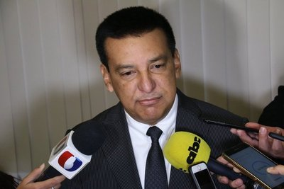 Diputado Romero Roa se suma a otros colegas y renuncia al seguro médico vip