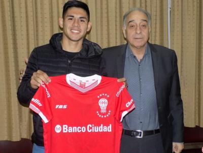 Huracán presentó a Saúl Salcedo