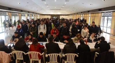 Cientos de personas llegan a la Expo en busca de trabajo