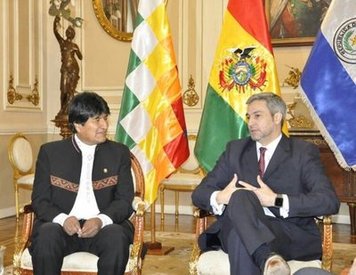 Abdo Benitez plantea a Evo Morales facilitar compraventa de gas boliviano