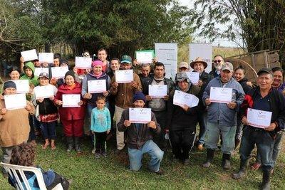 Adjudican tierras a familias campesinas de Cordillera
