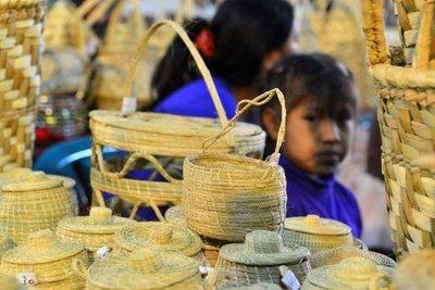 Artesanas indígenas se lucen en la Expo