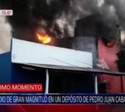 Incendio de gran magnitud consume un comercio en Pedro Juan Caballero
