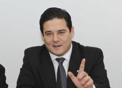 Buzarquis renuncia a sus fueros para ser investigado