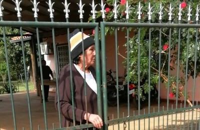 HOY / Fiscal con ayuda de jueza desaloja a su suegra de 70 años y desata indignación