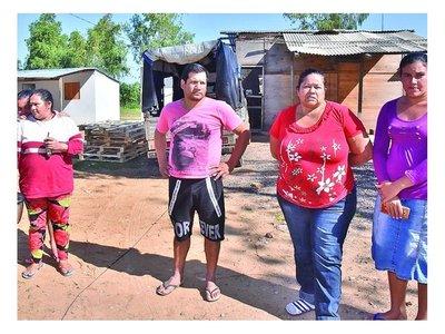Les prometieron casas, pero siguen en mísero refugio de Costanera II