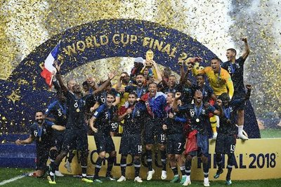 """""""Le monde"""" es de Francia: Con champaña y algo más"""