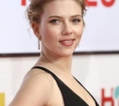 Críticas alejan a Scarlett Johansson de un papel de transexual