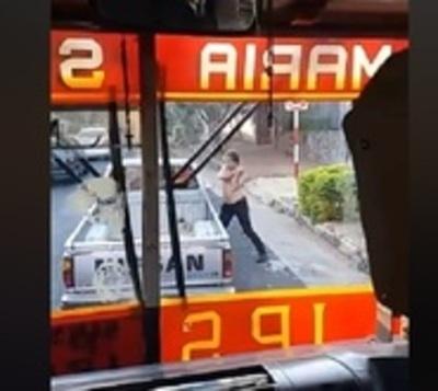 Rotura de vidrios, espejos y un desafío mano a mano de conductores