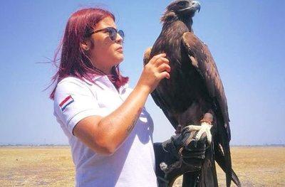 Magalí, la domadora de aves voladoras