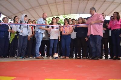 Unos 700 alumnos beneficiados con reconstrucción de cancha