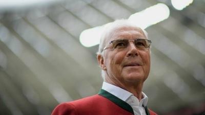 HOY / Beckenbauer da la bienvenida a Deschamps al club de los doble campeones